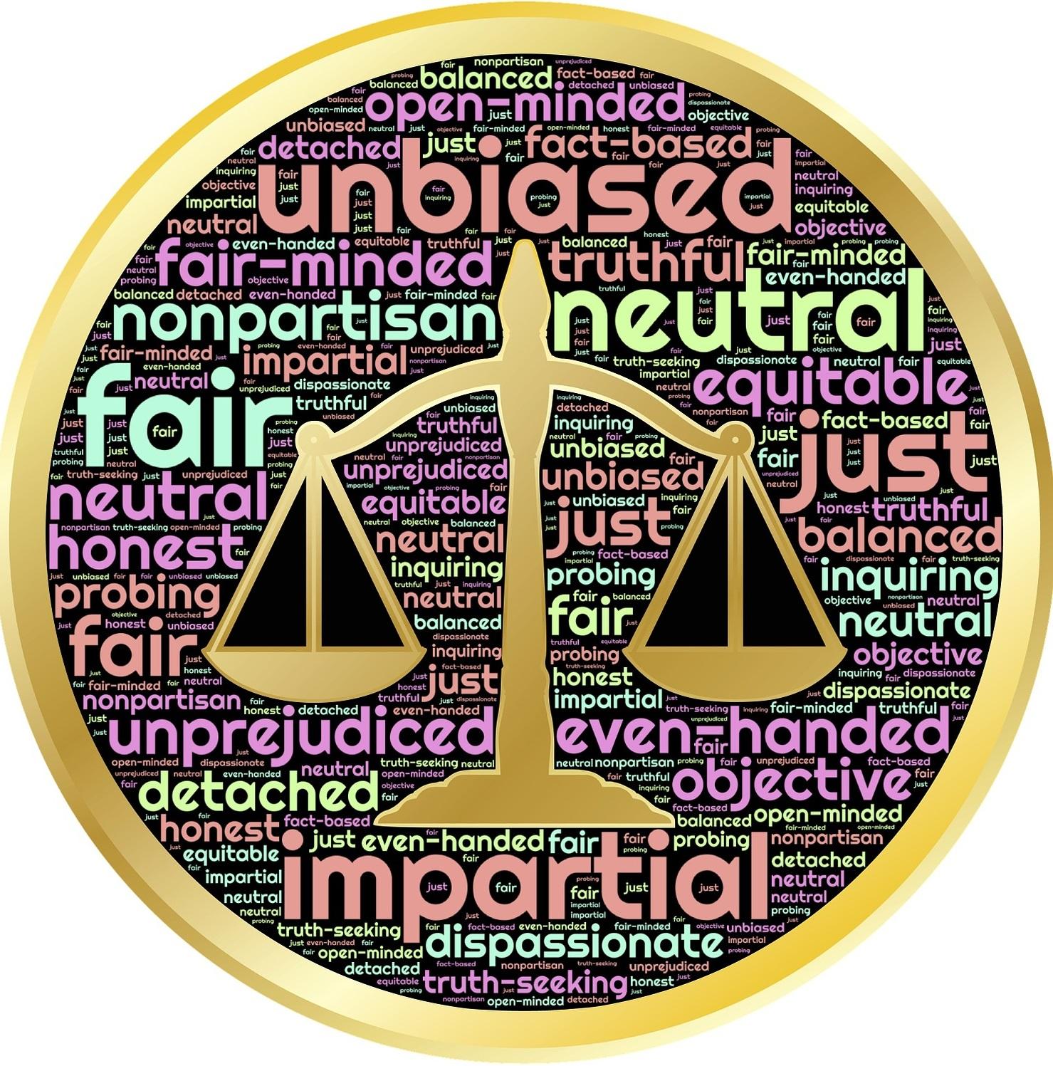 balanza justicia con palabras