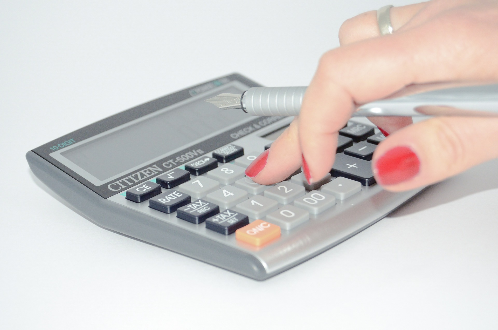 calculadora mano mujer